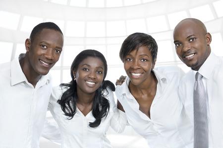 African Business-Team-Studenten lächelnd, Studioaufnahme