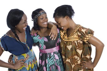 mujeres africanas: Tres mujeres africanas en la ropa tradicional, Foto de estudio
