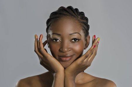 Schöne afrikanische Frau Porträt, Studioaufnahme, Kamerun