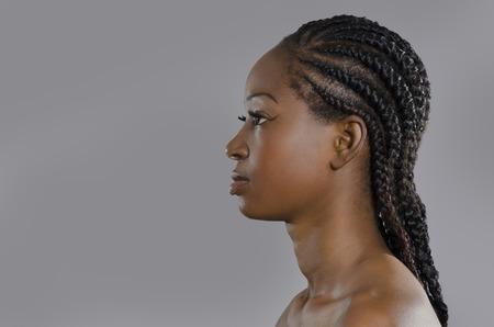 garcon africain: Belle femme africaine profil, Prise de vue en studio, Cameroun Banque d'images