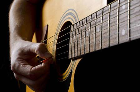 guitarra acustica: Rasgando la guitarra acústica