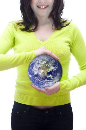 el mundo en tus manos: Imagen conceptual del mundo en la mano de una mujer