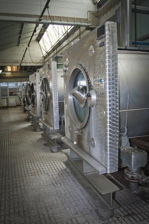 laundry machine: Industrial washing machine