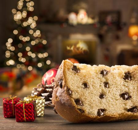 Panettone ist die traditionelle italienische Dessert für Weihnachten. Chocotone. Standard-Bild - 51087055