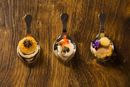 엔트리, 앙트레, 손가락 음식 숟가락에 디저트. 맛 요리법 손가락 음식