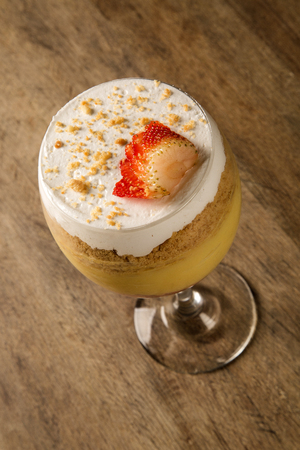vanilla pudding: Vanilla Pudding with Strawberry and Walnuts
