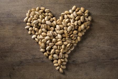 pistaches sous la forme d & # 39 ; un coeur
