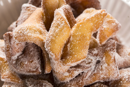 chiacchiere: Angel Wings or Chiacchiere - Cueca virada