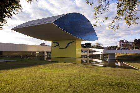 oscar niemeyer: Curitiba, Brazil - July, 2017: Oscar Niemeyer Museum, or MON, in Curitiba, Parana State, Brazil. Editorial