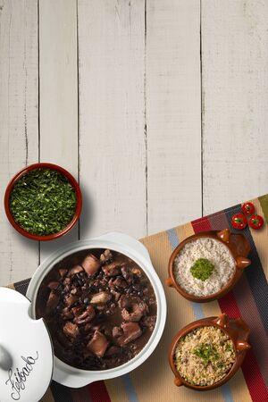Brasilianisches Feijoada Essen. Draufsicht Standard-Bild