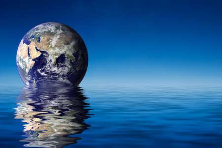 Earth like planet rise over ocean Imagens