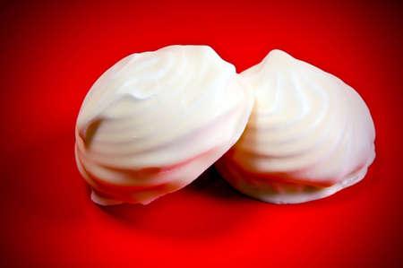 zephyr: marshmallow zephyr cakes on red background Stock Photo