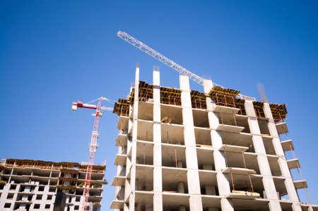 Chantier de construction de grues et la construction Banque d'images - 4882704