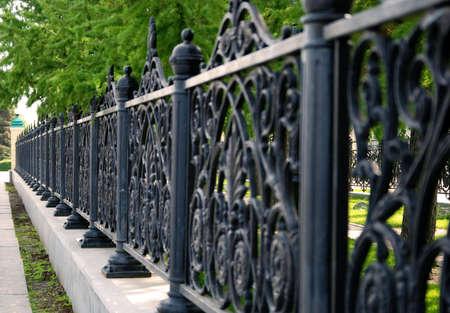 鋼の公園のフェンス 写真素材