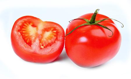 Tomaten en kruis op wit wordt geïsoleerd Stockfoto