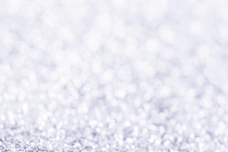 Fondo azzurro di Natale astratto di inverno con bokeh. Neve scintillante sfocata
