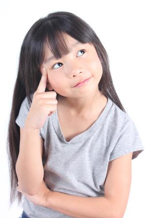 アジア、美しい、美しさ、生意気な子供、子供の頃、巧妙な通信、概念、創造的な感情、感情、式、顔、女性、女の子、高、アイデア、想像、保険