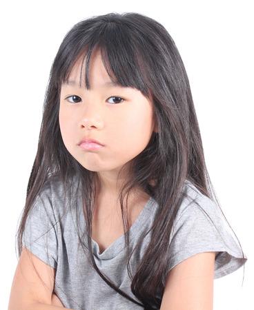 Porträt der jungen Mädchen wütend.