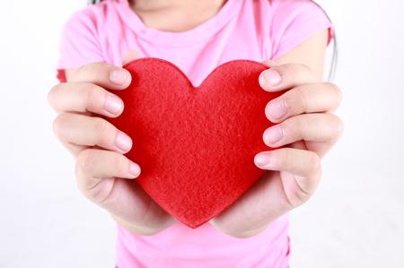 massage enfant: Little girl holding red heart.