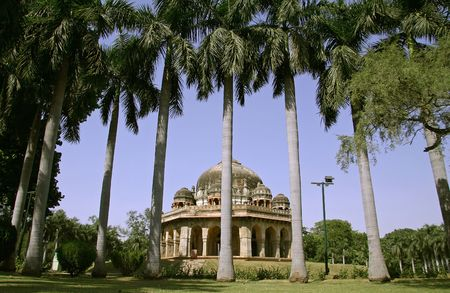 mughal: mughal architecture and palm trees, lodhi gardens, delhi, india Stock Photo