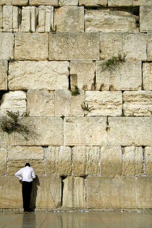 hombre orando: hombre rezando junto a el Muro de los Lamentos, Jerusalem, Israel