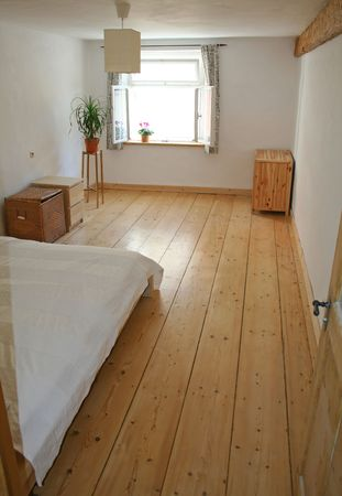 wooden beams: bedroom with wooden flooring