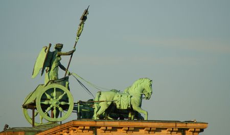classicism: brandenburger tor statue