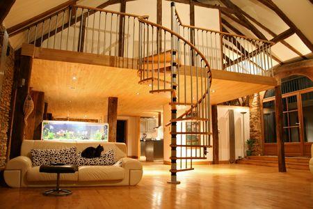 stair: open trap zaak en mezzanine Stockfoto