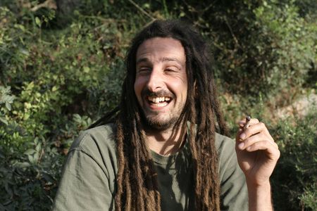 figli dei fiori: hippy la preparazione, la rotazione e il fumo di marijuana in comune: le foto della serie