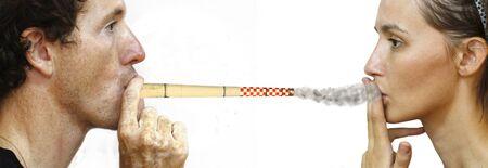 hombre fumando puro: intoxicante hombre mujer por una chimenea de fumar