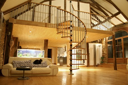 lofts: Open space living room and second floor mezzanine in cozy house Stock Photo