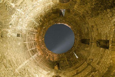 vestibule: Opening to the sky in the Roman vestibule in the Diocletian palace in Split, Croatia