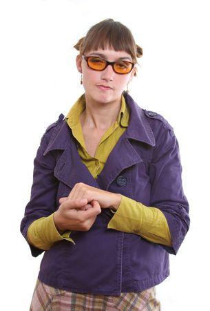 desprecio: Mujer Gru��n y enga�osa rubbling sus manos en el desprecio