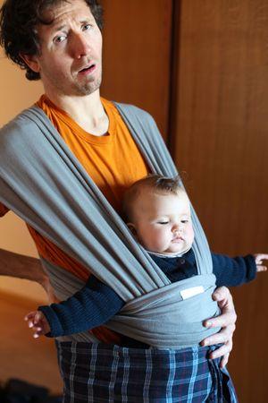 draagdoek: Father in onderliggende uitvoering in hoofdtekst strop thuis pijn