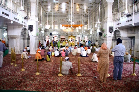 gurdwara: DELHI - SEPTEMBER 22:  Devotees in Sis Ganj Gurdwara Sikh temple on September 22, 2007 in Delhi, India. Temples are open 24 hours a day with ongoing rituals.