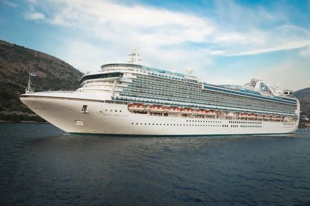 cruiseliner: DUBROVNIK - SEPTEMBER 27: Ruby Princess Cruiser leaving the harbour on September 27, 2011 in Dubrovnik, Croatia. The ship is 290m long and a capacity of over 4000 people.