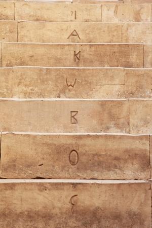 monte sinai: Escaleras con letras antiguas talladas en el monasterio de Santa Catalina Editorial
