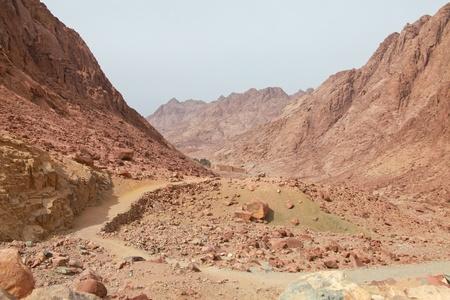 monte sinai: Vista de la ruta y el desierto del monasterio de Santa Catalina en Egipto