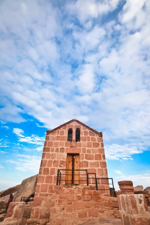monte sinai: Capilla griega orthdox en el Monte Sina�  Mois�s monta�a a 2285m en Egipto Editorial