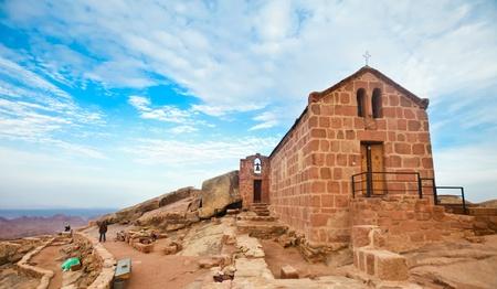 monte sinai: Capilla griega orthdox en el Monte Sinaí  Moisés montaña a 2285m en Egipto Editorial