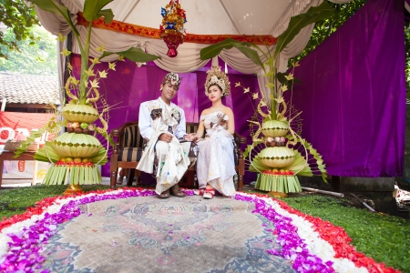 celebratation: BALI - FEBRUARY 11. Couple enacting wedding scene in preparation for religious ceremony on February 11, 2012 in Bali, Indonesia. Most Balinese get married in their early 20s. Editorial