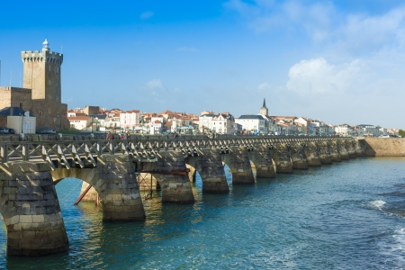sightseers: LES SABLES DOLONNE, FRANCE -   Sightseers on archway bridge on the Canal of La Chaume