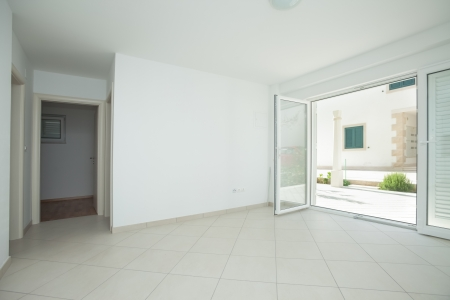 Empty house inter completely unfurnished Stock Photo - 19119095