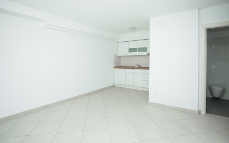 unfurnished: Empty house interior completely unfurnished
