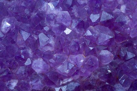 edelstenen: Amethyst crystal stenen detail van een geborsteld oppervlak