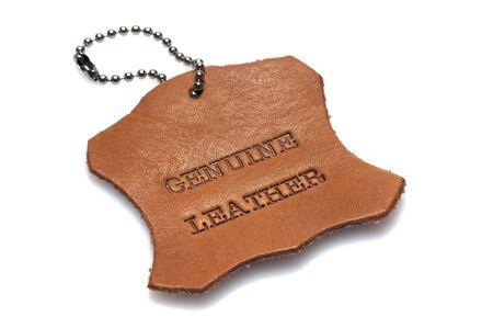 cuero vaca: cuero auténtico etiquetar texto impreso que se quemó en un pedazo de piel