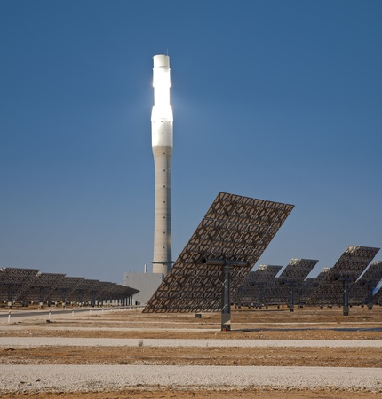 Central tower solar thermal concentration in circular arrangement photo
