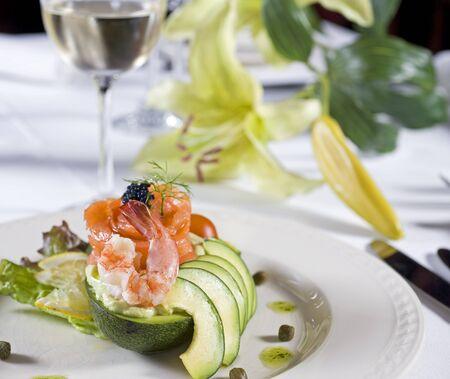 Closeup détail d'une salade de crevettes à la carte apéritif Banque d'images - 7303039