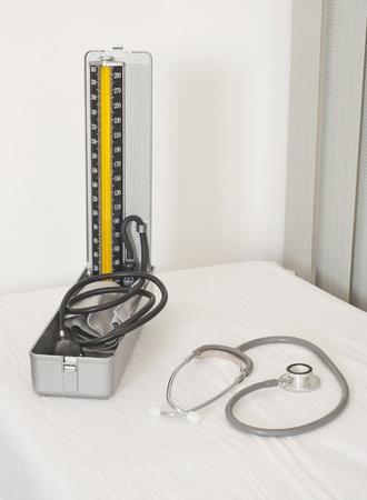 blood pressure gauge: Medical blood pressure gauge and doctors stethoscope on a white background