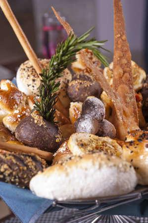 canasta de panes: Pan de Lujo canasta de pantalla en un restaurante a la carta